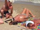 Отыхали как-то на нудистком пляже...)